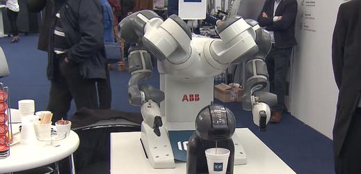 Robot, který vaří kávu.