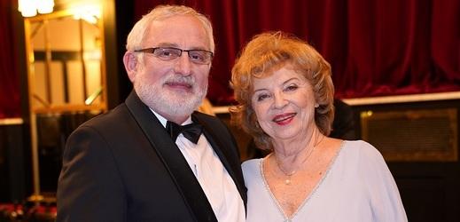 Libuše Švormová jako matka rodu, zde se svým filmovým synem Miloslavem Mejzlíkem.