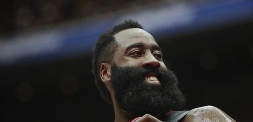 Karma funguje. Frustrovaná hvězda NBA dostala pořádně do nosu.