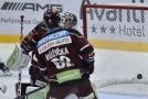 Brankář Jakub Sedláček se výrazně zasloužil o výhru hokejistů Sparty na ledě Plzně.