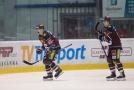 Zleva Marek Ďaloga a David Tomášek ze Sparty se radují z gólu.