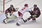 Hokejisté pražské Sparty zvítězili v 16. kole extraligy na ledě Třince 3:2 a připravili úřadujícímu mistru první domácí porážku v sezoně.