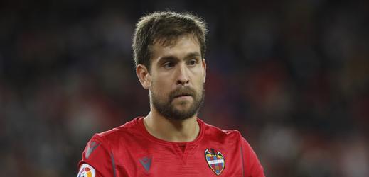 Brankář Levante Aitor Fernández.