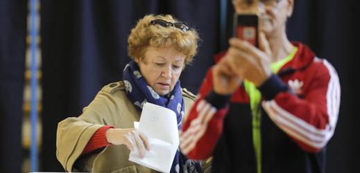 V Rumunsku se otevřely volební místnosti.