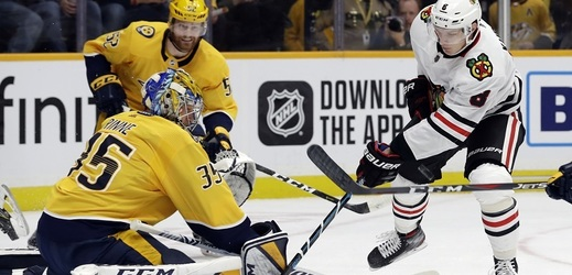 Čeští útočníci Dominik Kubalík a David Kämpf pomohli v sobotním programu NHL gólem Chicagu k vysoké výhře na ledě Nashvillu 7:2.