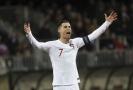 Portugalští fotbalisté si výhrou 2:0 v Lucembursku jako sedmnáctý tým zajistili účast na Euru 2020.