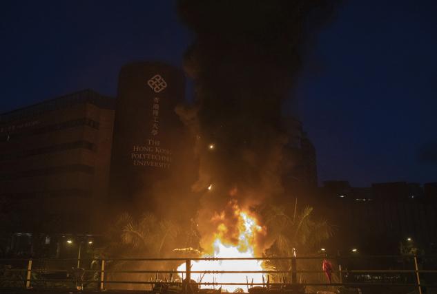 Situace se v Hongkongu houstne. Studenti bojují o univerzitu