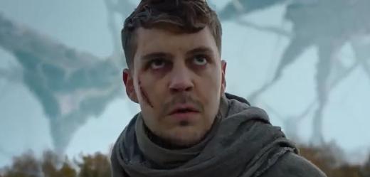 Snímek z filmu Kóma.
