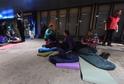 Na hlavním nádraží v Ostravě se konala akce na podporu lidí bez domova Noc venku.
