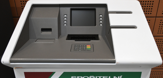 První bankomat v ČR.