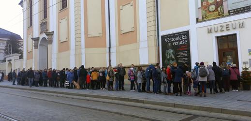 Fronta v Olomouci.