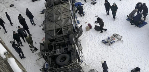 Při nehodě autobusu na ruském Dálném východě zemřelo několik lidí.