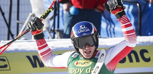 Úvodní superobří slalom Světového poháru vyhrál v Lake Louise Rakušan Matthias Mayer a po třech stříbrech v Kanadě se dočkal prvenství.