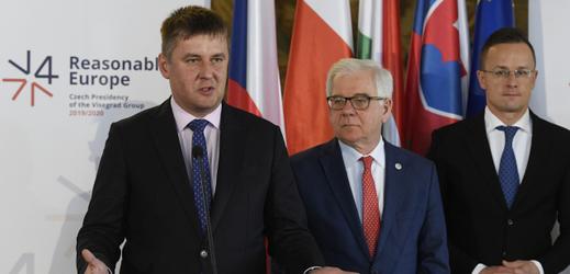 Zleva český ministr zahraničí Tomáš Petříček, polský Jacek Czaputowicz a maďarský Péter Szijjártó.