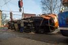 V Liberci se srazily tramvaje, jeden vůz skončil na boku.