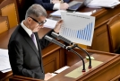 Premiér Andrej Babiš na schůzi sněmovny.