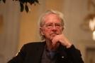 Rakušan Handke převzal Nobelovu cenu za literaturu.