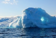 Grónské ledovce tají sedmkrát rychleji než v 90. letech, hrozí záplavy