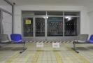 Páska před vchodem do čekárny traumatologické ambulance ve Fakultní nemocnici v Ostravě na snímku z 11. prosince 2019, kde předešlý den zastřelil dvaačtyřicetiletý muž z Opavska šest lidí.