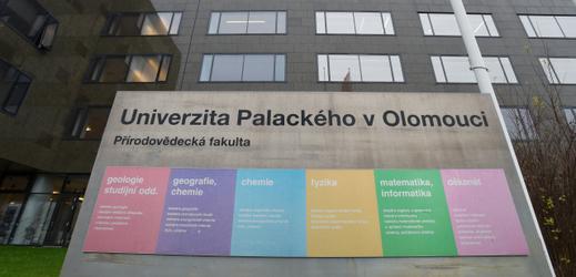 Olomoucká přírodověda má nový spektrometr