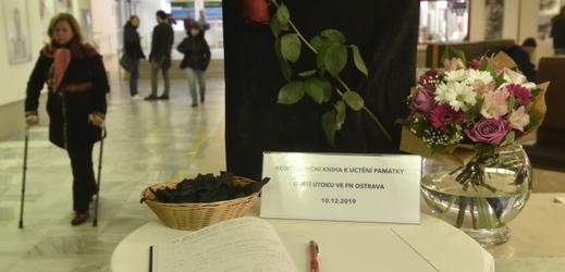 Lidé rodinám obětí ostravské střelby poslali statisíce korun