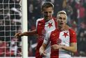 Tomáš Souček (vlevo) a Petr Ševčík se radují z gólu Slavie.