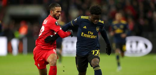 Bukayo Saka (vpravo) z Arsenalu proti Lutychu.