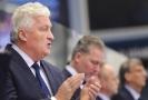 Hlavní trenér ČR Miloš Říha povzbuzuje hráče.