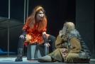 Veronika Kaiserová jako Liška Bystrouška a Sergej Kostov jako Pásek na zkoušce opery Leoše Janáčka Příhody lišky Bystroušky 17. prosince 2019 v libereckém Divadle F. X. Šaldy.