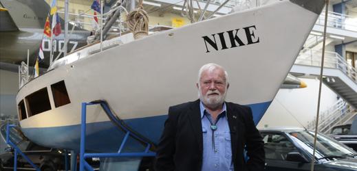 Český mořeplavec Richard Konkolski se svou lodí.