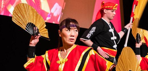 Festival japonského filmu láká na bubenickou show i divadlo kjógen.