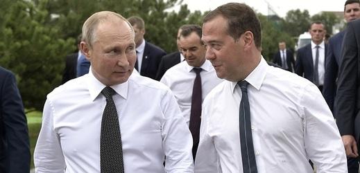 Vladimir Putin a Dmitrij Medveděv (zleva).