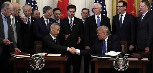 Čínský vicepremiér Liou Che a americký prezident Donald Trump.