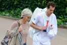 Fotografie z Wimbledonu Andyho a Judy Murrayových.