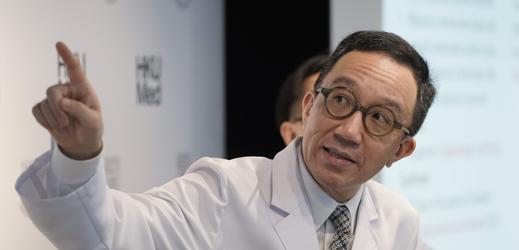 Profesor Gabriel Leung zabývající se epidemiemi.