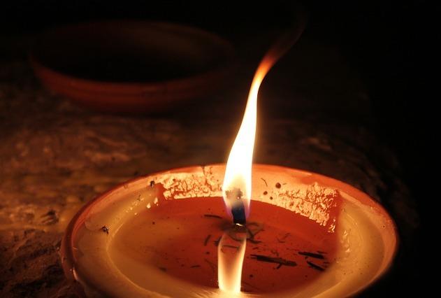 Za tragédii ve Vejprtech mohla manipulace s ohněm
