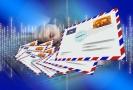 Pošťákovi hrozí vězení, nedoručil tisíce zásilek