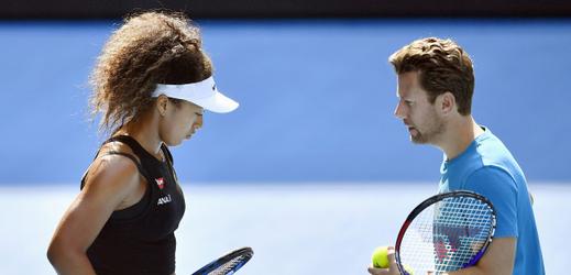 Tenistka Naomi Ósakaová a její trenér Wim Fissette.
