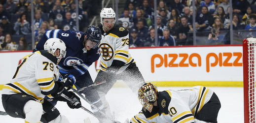 Utkání NHL mezi Bostonem a Winnipegem.