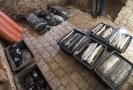 Části studny uložené v konzervačním roztoku na Fakultě restaurování v Litomyšli.