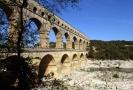 Starý římský akvadukt Pont du Gard u jihofrancouzského města Nimes.
