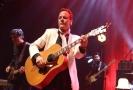 Herec Kiefer Sutherland se v Praze představí jako muzikant.