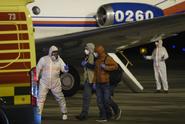 Češi evakuovaní z Číny byli propuštěni z Nemocnice Na Bulovce