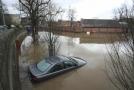 Bouře Dennis způsobila rozsáhlé záplavy.