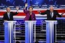 Demokratičtí kandidátové při debatě: zleva Michael Bloomberg, Elizabeth Warrenová a Bernie Sanders.