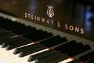 Klavír Steinway and Sons.