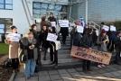 Demonstrace před úřadem ombudsmana.
