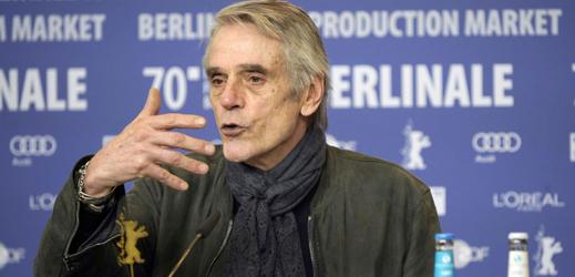 Jeremy Irons na tiskové konferenci k Berlinale.
