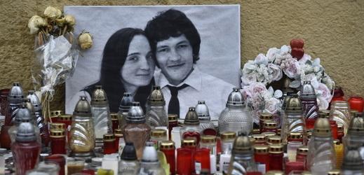 Pietní místo s fotografií Jána Kuciaka a jeho snoubenky Martiny Kušnírové.