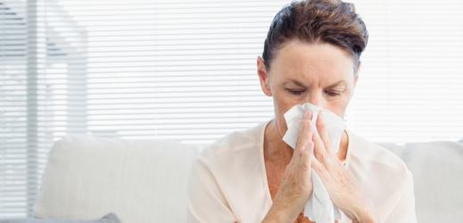 Pacientů s chřipkou a akutními infekcemi dýchacích cest ubylo
